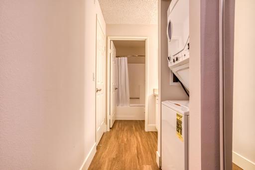 image 9 furnished Studio bedroom Apartment for rent in Park La Brea, Metro Los Angeles
