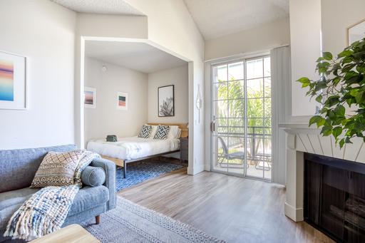 image 6 furnished Studio bedroom Apartment for rent in Park La Brea, Metro Los Angeles