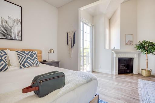 image 7 furnished Studio bedroom Apartment for rent in Park La Brea, Metro Los Angeles