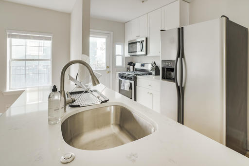 image 6 furnished 4 bedroom Apartment for rent in Bloomingdale, DC Metro