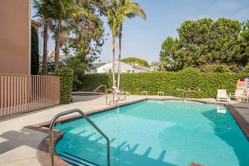 image 2 furnished 1 bedroom Apartment for rent in Santa Monica, West Los Angeles