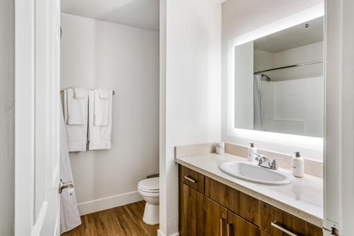 image 10 furnished 2 bedroom Apartment for rent in Park La Brea, Metro Los Angeles