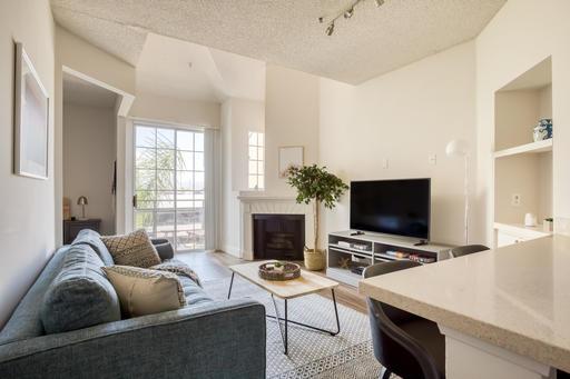 image 1 furnished Studio bedroom Apartment for rent in Park La Brea, Metro Los Angeles