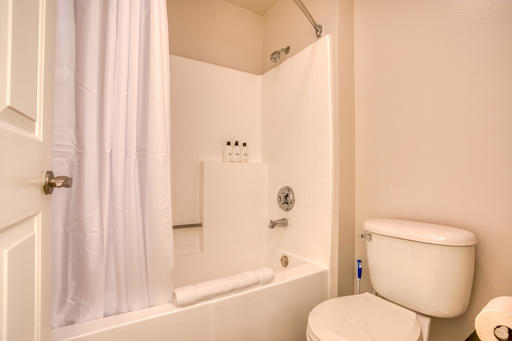 image 10 furnished Studio bedroom Apartment for rent in Park La Brea, Metro Los Angeles