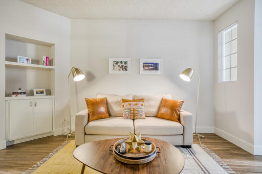 image 2 furnished 1 bedroom Apartment for rent in Park La Brea, Metro Los Angeles