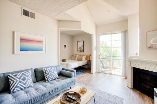 image 2 furnished Studio bedroom Apartment for rent in Park La Brea, Metro Los Angeles