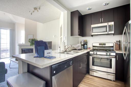 image 4 furnished Studio bedroom Apartment for rent in Park La Brea, Metro Los Angeles