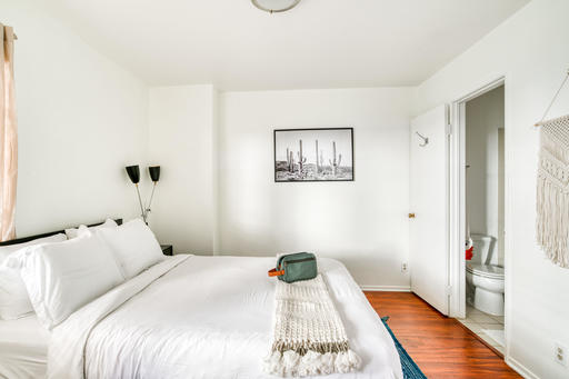 image 2 furnished 2 bedroom Apartment for rent in Glendale, San Fernando Valley