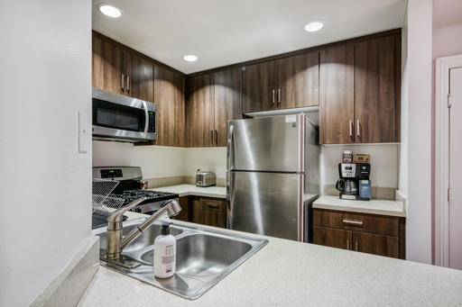 image 5 furnished 2 bedroom Apartment for rent in Park La Brea, Metro Los Angeles